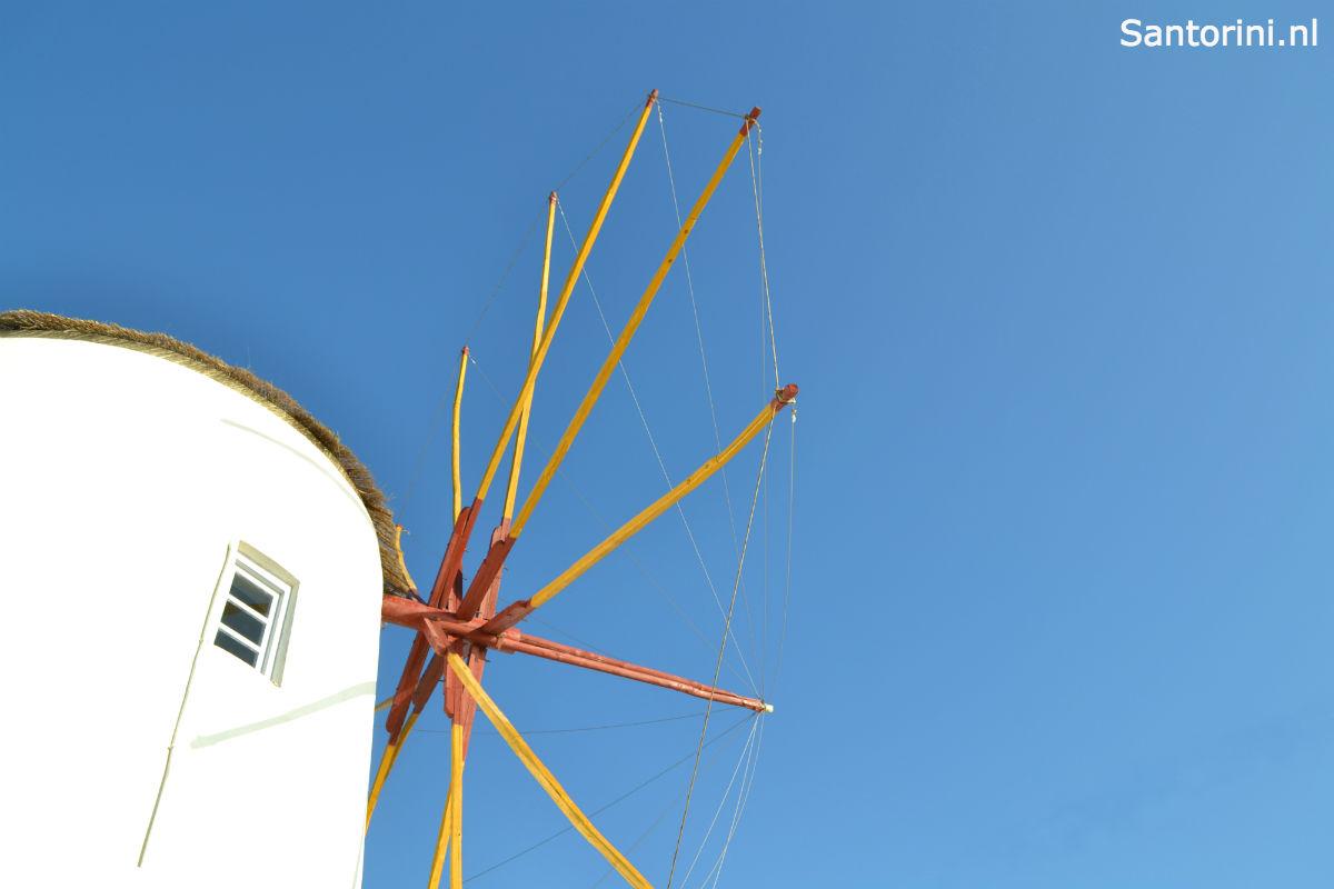 Santorini-vakantie-windmolen-1200