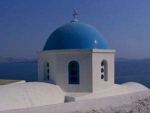 Santorini kerken met mooi blauw koepeldak.